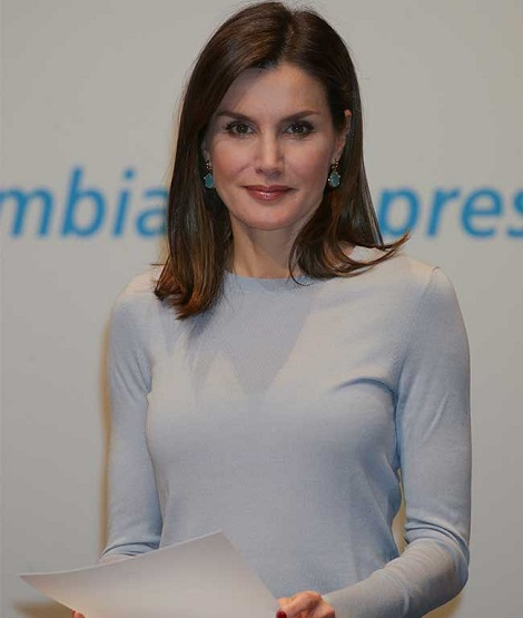 "Letizia in modest chic style for ""la Caixa"" Scholarships delivery"