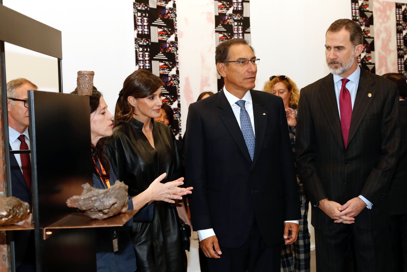 Felipe, Letizia, and Peru President held a brief meeting with the governing bodies of IFEMA