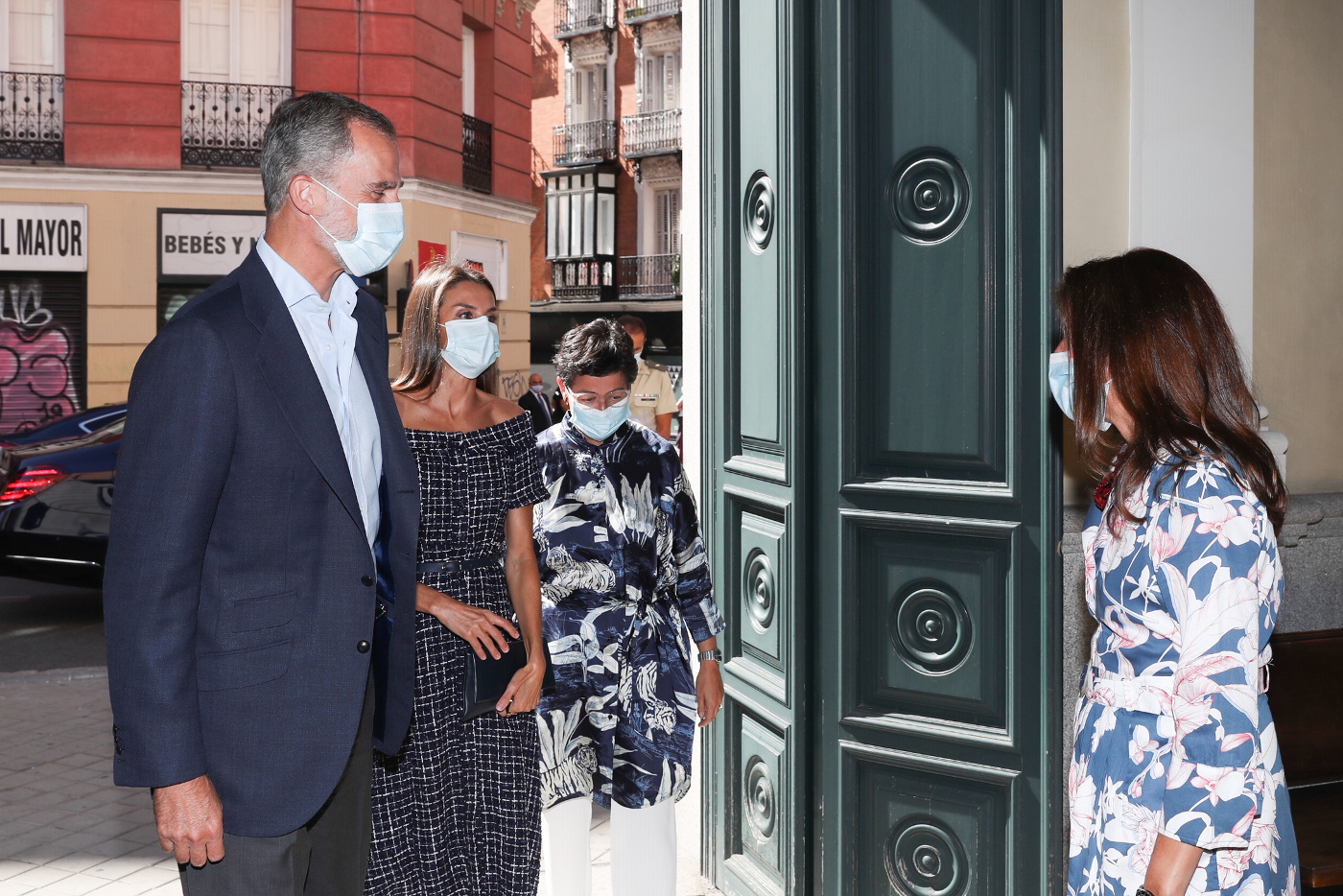 Queen Letizia of Spain attended a meeting at Viana Palace wearing a Zara dress